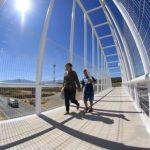 Instalan dos puentes peatonales en carretera a Chapala