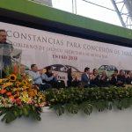 Entrega Gobernador más de 1, 400 permisos de taxis