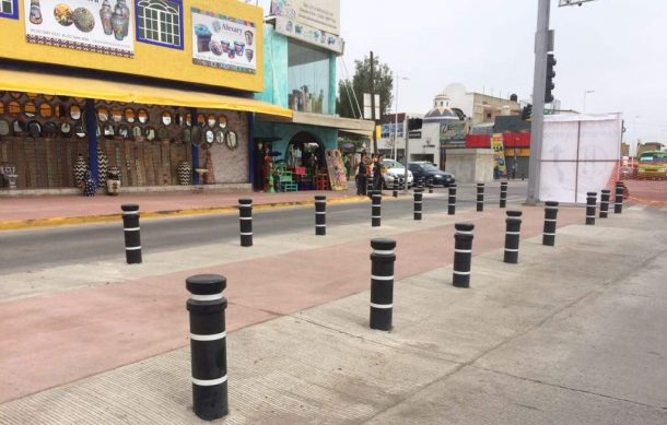Reprochan artesanos colocación de bolardos en avenida Tonalá