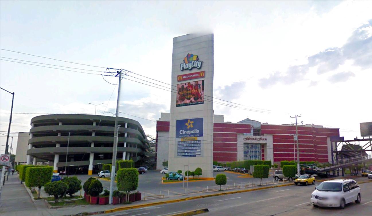 Primera hora gratis de estacionamiento en plazas comerciales