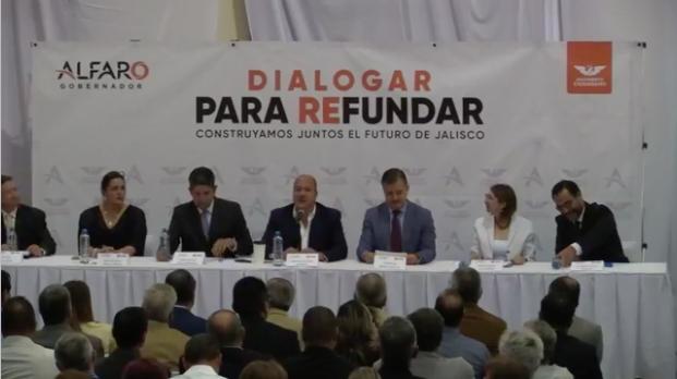 Alfaro propone crear sistema de becas y 35 mil nuevos lugares en UdeG