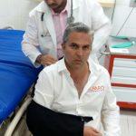 Regidor de MC agrede al independiente Alfaro por «pegar calcomanía»