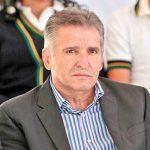 Jorge Arana cobra como diputado y hace campaña
