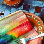 Hacen tamal multicolor en honor a comunidad gay