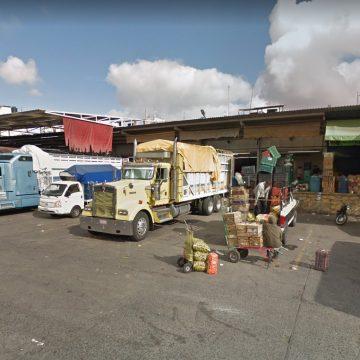 Van contra ambulantaje en Mercado de Abastos