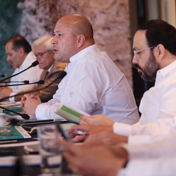 Promete Alfaro no más inversiones de riesgo con dinero de IPEJAL
