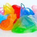 Acuerda gobierno con productores de plásticos