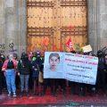 Feministas protestan en Palacio Nacional; AMLO respalda manifestación