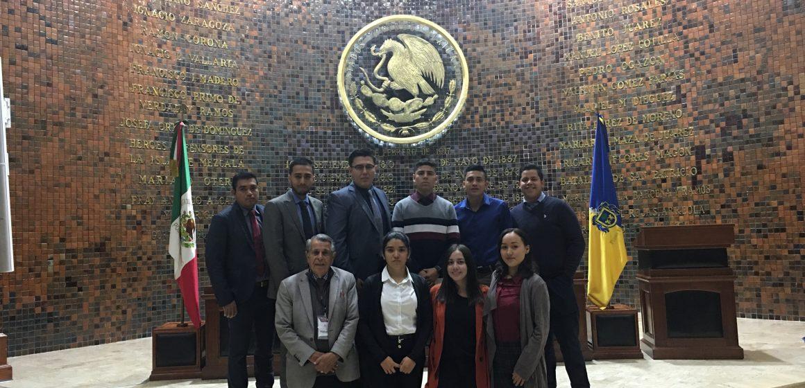 Héctor Pizano, invita a jóvenes a participar con propuestas para nueva Constitución