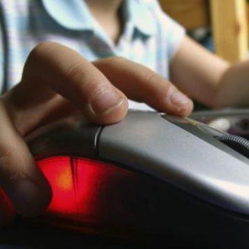 Niños padecen por conectividad para clases en línea