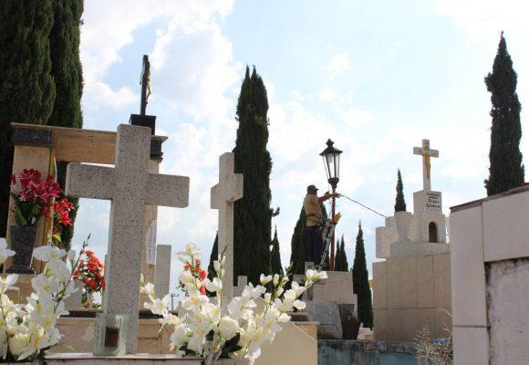 Cementerios permanecerán cerrados el 10 de mayo